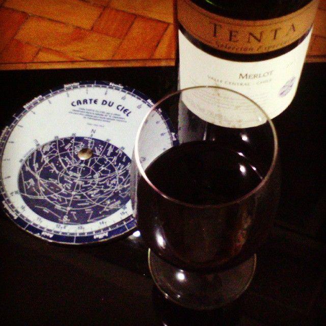 Se a felicidade sumir no céu Não desista de encontrá-la Abra um vinho  e faça o que o rótulo sugere: TENTA