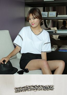 Today's Hot Pick :[Romi]ツイードラインシンプルトップス http://fashionstylep.com/SFSELFAA0014913/romi00ajp/out 大人きれいなルックスのホワイトトップスです。 シンプルなラウンドネックのトップスに、贅沢感バッチリなツイードラインが豪華な一枚です。 半袖にしては少し長めの袖丈がより女性らしく重みのあるデザインです。 オフィース用やフォーマル用にも使い勝手のいいアイテムです。 ◆1色: ボワイト