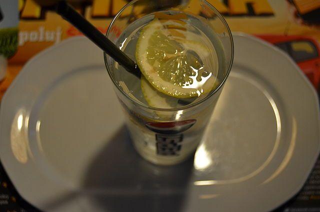 Una de las limonadas más clásicas y ricas que existen es la que mezcla zumo de limón, jengibre y agua. Esta unión no sólo es buena para el organismo en todo sentido, sino que tiene propiedades puntuales que te asombrarán. Conoce más al respecto leyendo esta nota.