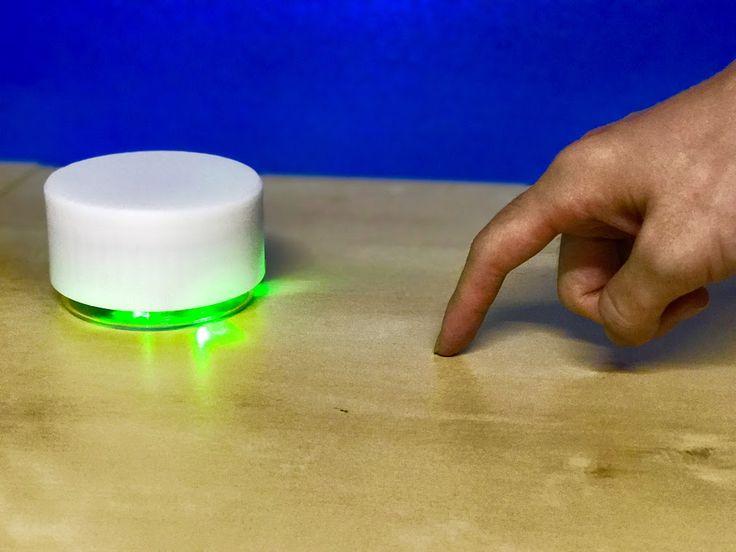 ## MagicKnock MagicKnockは、机や壁などに設置することでノック音とその強弱を検知し、 コントロール信号を送信できる小型ワイヤレスデバイスです。 後述のMagicTVと連携することで、ノックするだけで音楽を聴いたり 映画を見たり、照明などの家電をコントロールすることができます。 部屋の様々な平面に設置するだけで、それら自体がタッチセンサのように働き、 リモコンなどを手にすることなく、指だけでコンピュータ操作ができます。 Bluetooth Low Energyが通信規格となっており、省電力で駆動します。 デバイスにはフルカラーLEDが搭載されており、動作の挙動を色やパタン点滅でフィードバックしてくれます。   ## MagicTV MagicTVは、2種類の入力だけで、 さまざまな階層コンテンツのナビゲーション・再生をしたり、 スマート家電を操作したりすることができるテレビ画面向けのGUIシステムです。 さまざまな入力機器と組み合わせて使うことができます。 2種類という少ない入力で操作できるようにすることで、マウスやキーボード、リモコンなどといった…