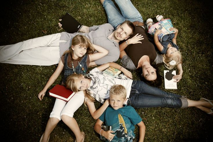 unique family portraits- good idea for all the kids of the family to get together and do