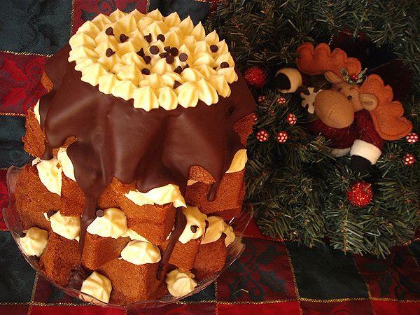 Pandoro farcito con crema diplomatica e cioccolato