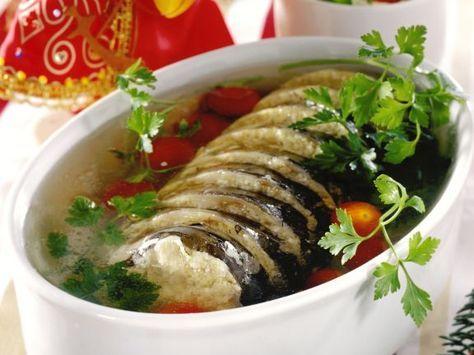 Weihnachtlicher Gelee-Karpfen ist ein Rezept mit frischen Zutaten aus der Kategorie Fisch. Probieren Sie dieses und weitere Rezepte von EAT SMARTER!