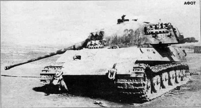 https://flic.kr/p/rjiRLf | This Tiger II was damaged by a mine and abandoned dy the crew.