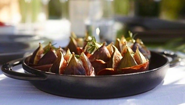 Grilled figs with Taleggio cheese