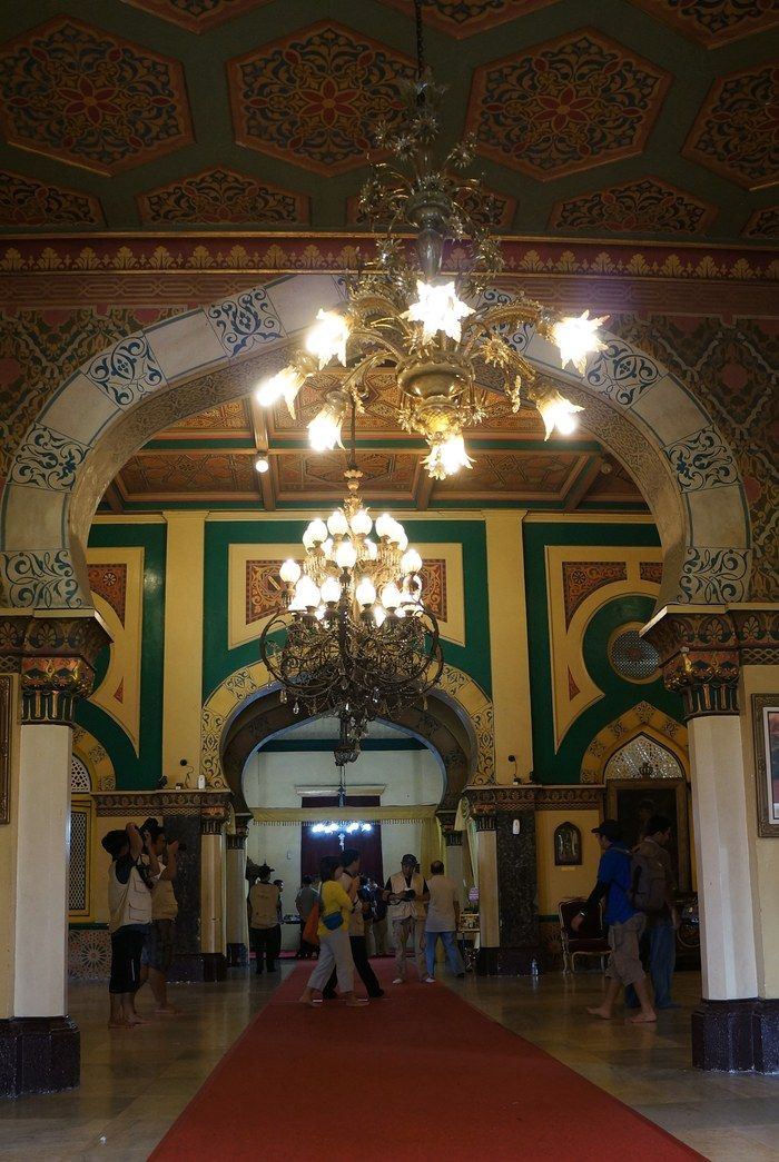 Royal interior: The interior of the Maimoon palace is decorated with Malay and Islamic elements. (Photo by Edna Tarigan)