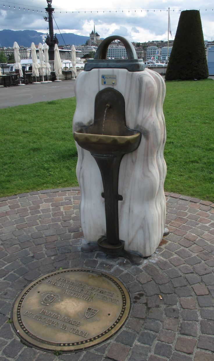 Fontaine offerte par la ville de Vienne Autriche / Fountain offered by city of Vienna, Austria