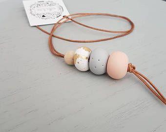 Collar simple de la arcilla de polímero simple collar / collar de arcilla / arcilla del polímero / joyería de la arcilla / collar / rosa collar / collar de gota /