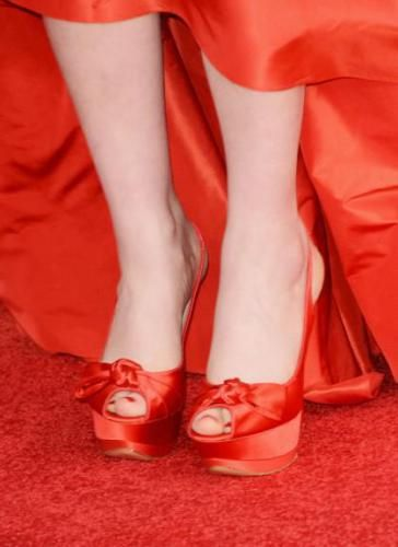 Zooey Deschanel feet - #feet #legs #celebrity #footfetish #fetish