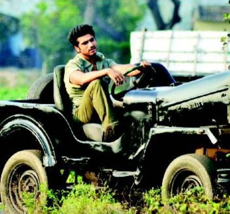 Gunday (2013) Movie - Stills   Arjun Kapoor   Priyanka Chopra   Ranveer Singh