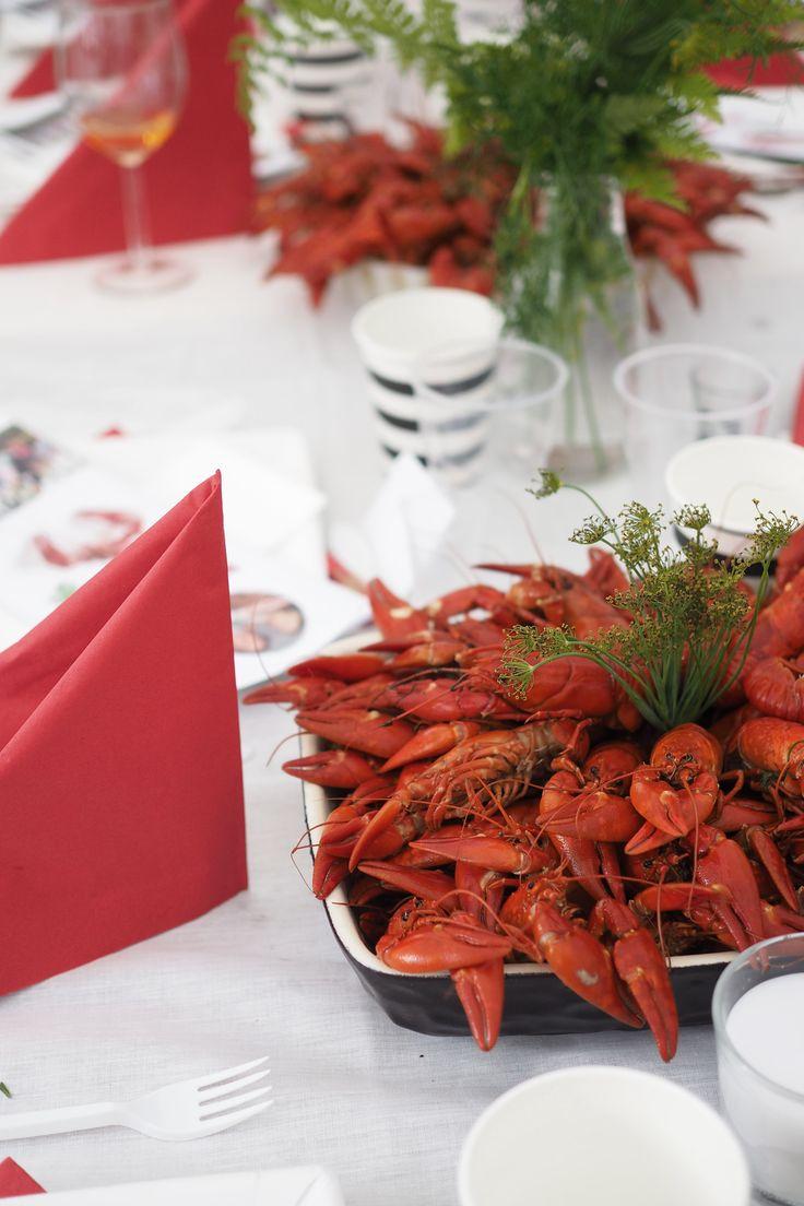 Char and the city - Crayfish party ideas - read more on the blog: www.idealista.fi/charandthecity/2016/07/31/tunnelmia-rapujuhlista