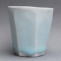 // Kato TsubusaTsubusa Beautiful Glaze, Tsubusa Faceted, Beautiful Blue, Kato Tsubusa Beautiful, Wolf Cubs, Faceted Porcelain, Ceramics Cups, Tsubusa Blue, Elegant Beautiful