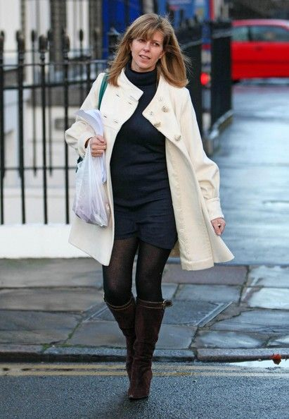 Kate Garraway Photos Photos - Kate Garraway is pictured indulging in a spot of pampering, the GMTV starlet headed to a hairdressers for a new hair do and a pedicure. Whilst the presenter was relaxing a courier delivered a large bouquet of flowers, the presenter announced that she is expecting her second child. - Kate Garraway On Her Way To Get Pampered