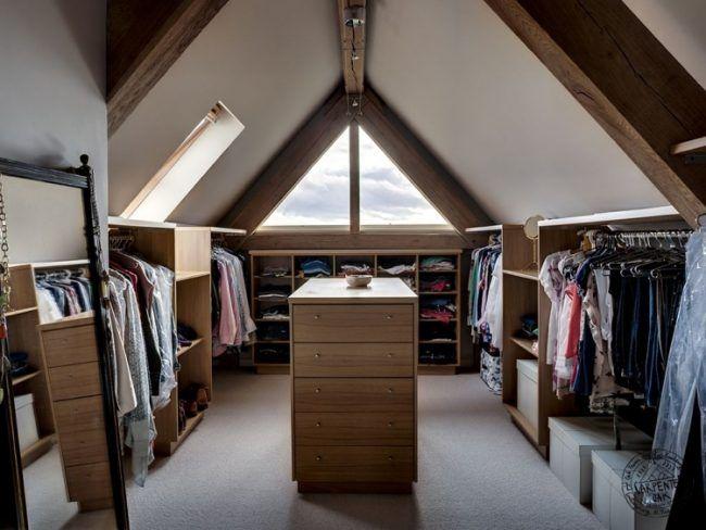Ideal Kleiderschrank selber bauen schraege ankleidezimmer traeger holz symmtrisch abteilung