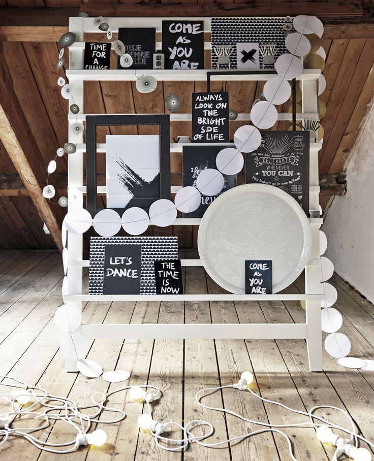 Hiermee zouden we een opstelling kunnen maken met foto´s en gebeurtenissen in 50 jaar huwelijk. Wellicht valt er wel een tijdschriftenrekje te vinden bij een tweedehandswinkel, wat dan kan geschilderd worden.