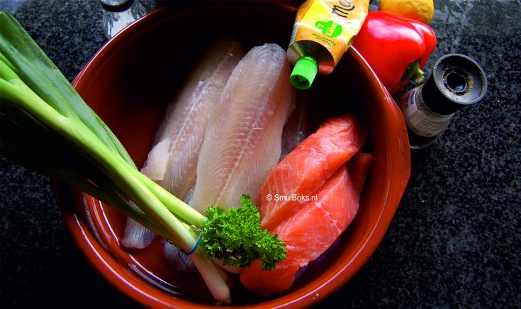 Romig vis pannetje met zalm en tilapiafilet voor 4 personen Ingrediënten: 300 g tilapia filet in blokjes 250 g zalmfilet in blokjes 1 rode paprika in reepjes 1 el mosterd sap van 1 citroen 1 el dil…