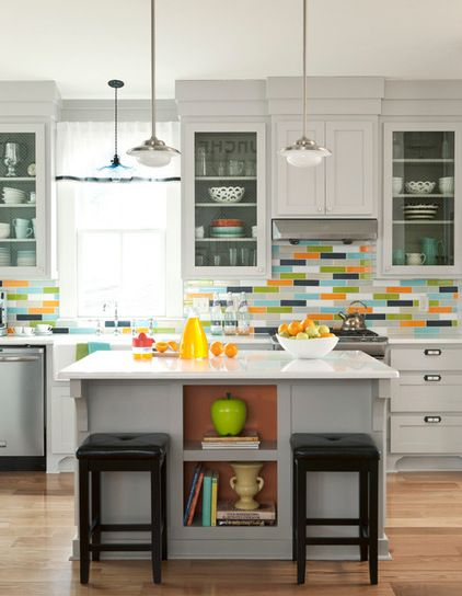 Love the bursts of colours in this kitchen!