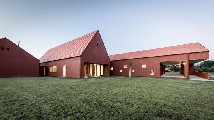 NURSERY IN NAGYKOVÁCSI by Földes Architects