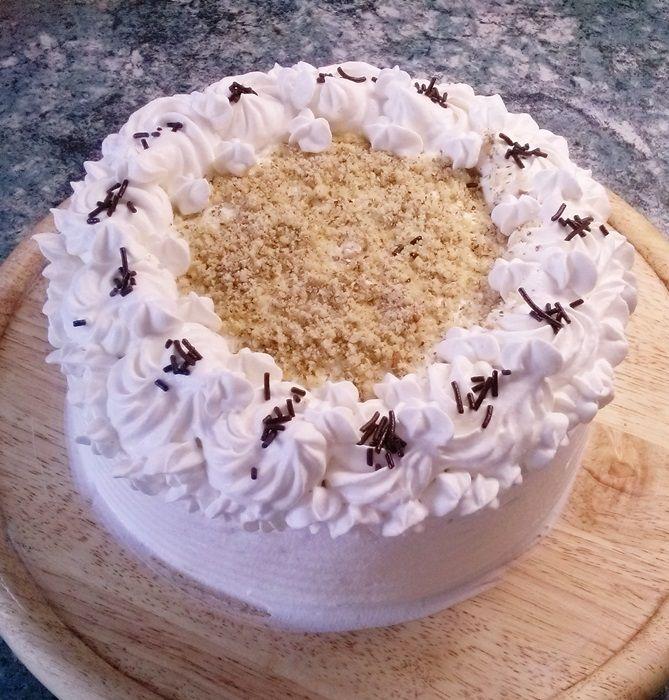 A Somlói galuska szerelmeseit mi mással is lephetnénk meg a születésnapjukon, mint egy finomSomlói tortával? Lehet, hogy a Somlói torta nem tartozik a legegyszerűbb és legolcsóbb torták közé, de minden fáradtságért kárpótolni fog a végeredmény. Itt olvashatsz a Somlói galuska eredetéről >> A Somlói torta receptjében felsorolt hozzávalók egy 26 cm átmérőjű tortához elegendőek. A […]