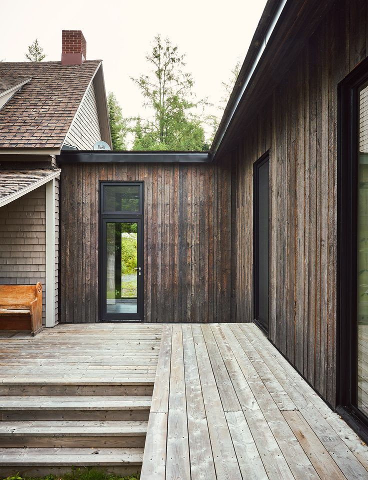 A Lakeside Cottage Gets a Modern Addition by Anik Péloquin architecte - Design Milk
