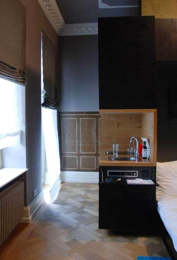 Hotel Lindenberg. Kleine Kitchenette auf dem Zimmer