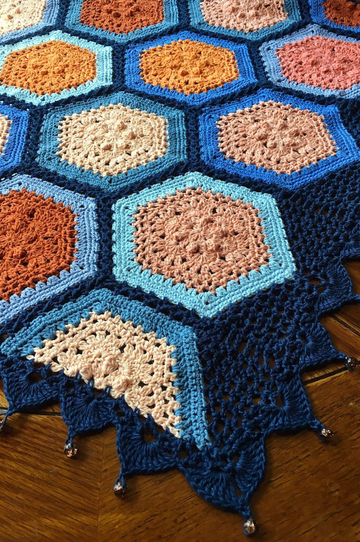 Autumn Blues Blanket Crochet Pattern - gorgeous fall-coloured hexagon pattern + Join-as-you-go tutorial + pattern for the border