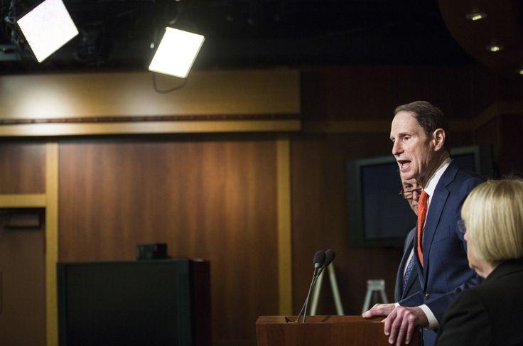 Sen. Ron Wyden Talks Trump-Russia Warrantless Backdoor Queries and Hacking of U.S. Phone System
