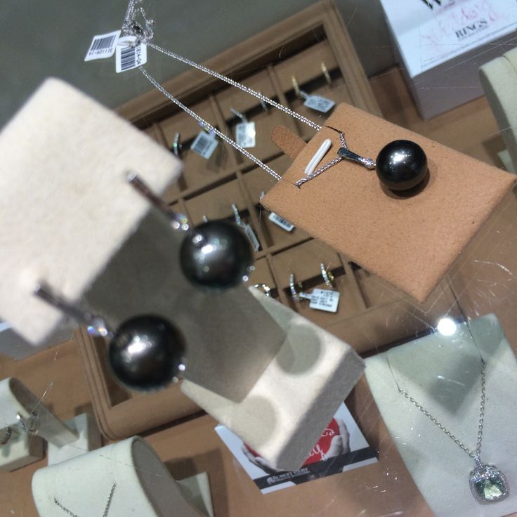 These beautiful #BlackPearls are so timeless & a 'must have' #jewellery item. Are you a black or a white #pearl girl?