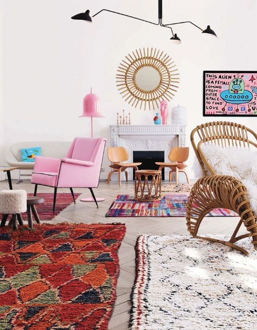 boucherouite rugs. Ideat Magazine, moroccan rug, spider lamp, pink chair, eclectic style