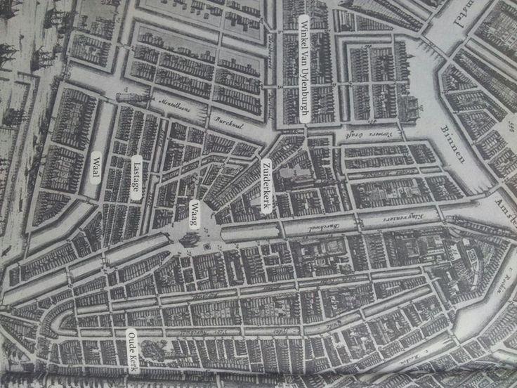 3. Het verhaal speelt zich af in Amsterdam. De Waag is één van de gebouwen waar het verhaal zich afspeelt. Hier is namelijk de snijzaal van de chirurgijns gilde.