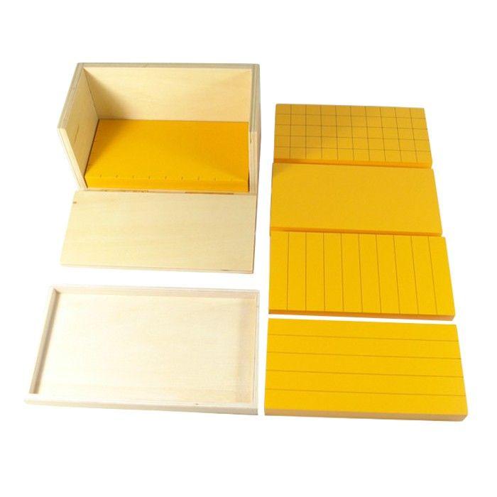Caja de madera con 5 prismas amarillos también de madera, ideales para trabajar el concepto de volumen. Este material de la metodología Montessori es perfecto para trabajar con los niños el cálculo del volumen de un prisma rectangular. Incluye caja de madera de almacenamiento y 5 prismas de 20 x 10 x 2 centímetros. Este juego matemático asegura que el proceso de abstracción matemática se basa en una actividad del niño con un material que puede manipular y tocar como son los prismas de…