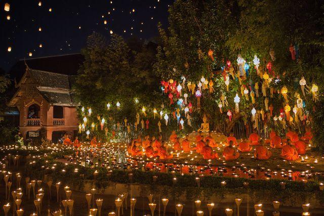 灯篭流しの祭り「ロイクラトン」(タイ・チェンマイ)