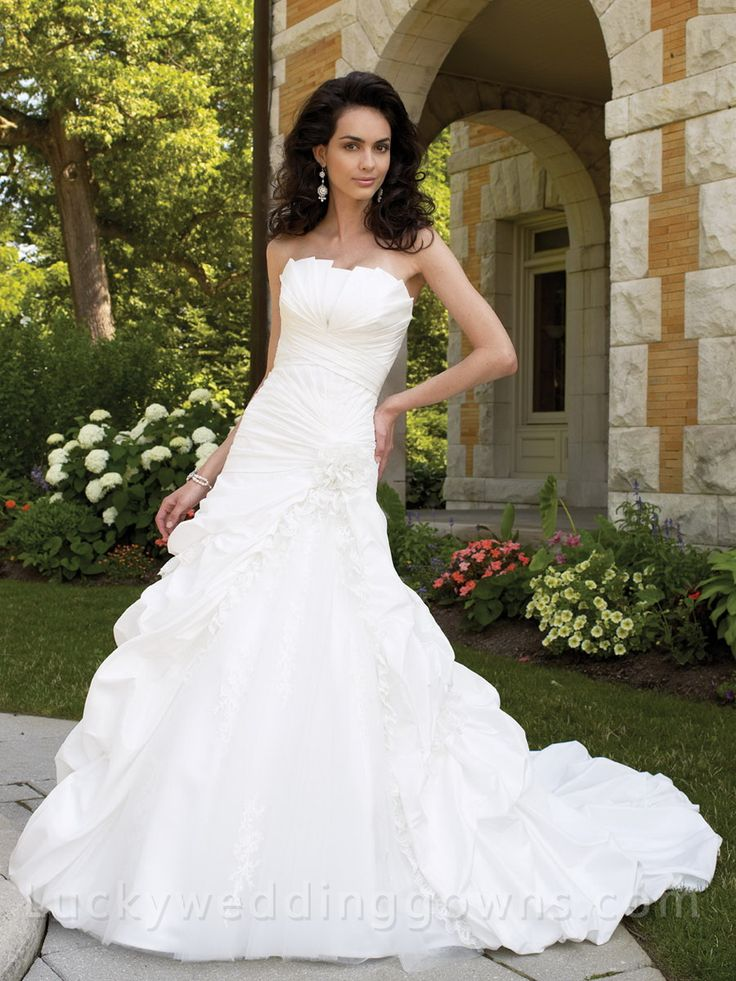 Wedding Ball Gown with Crumb-catcher Bust Line and Pick-up Skirt