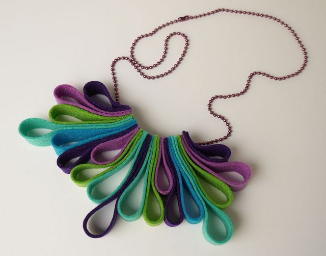 felt loop necklace