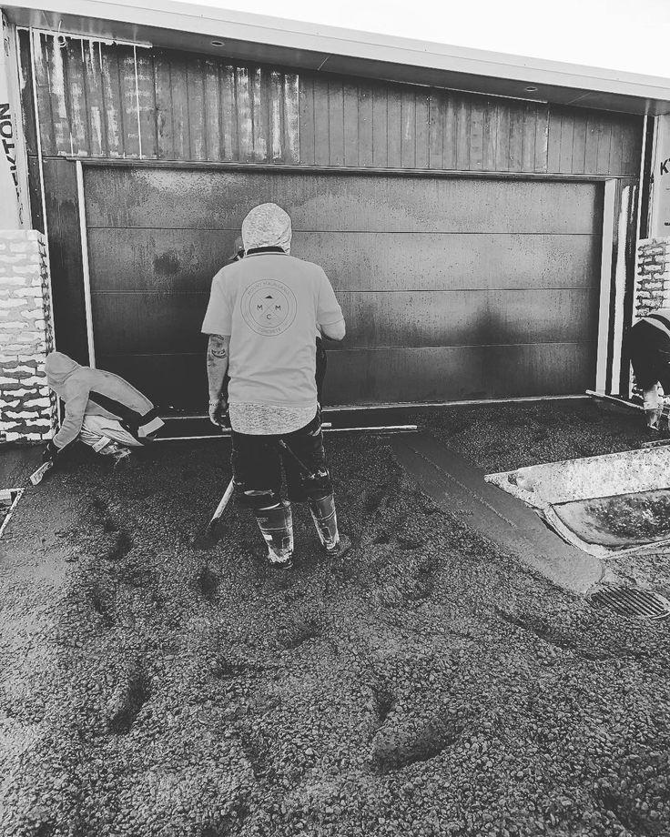 #friday #funday in #papamoa . . . . . . . . . #mountmaunganui #concrete #construction #concretelife #blackandwhitephoto #blackandwhitephotography #blackandwhite #constructionworker
