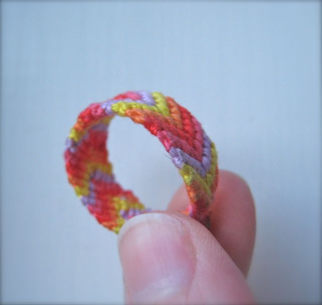 How cute.. friendship ring using friendship bracelet patterns