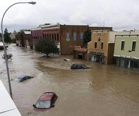 Cars float in water covering a downtown street in High River, Alberta June 20, 2013.  REUTERS-Stringer
