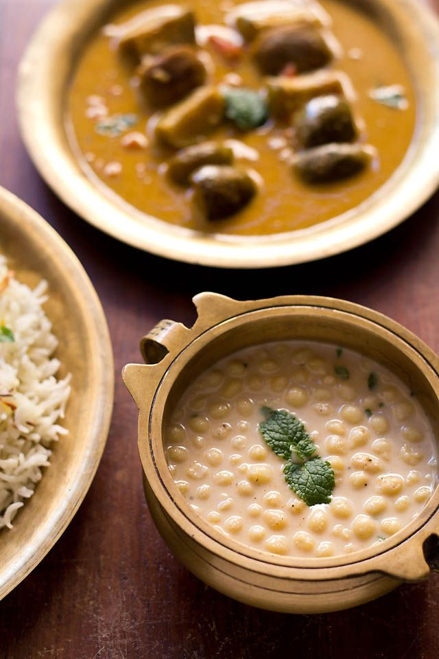spiced boondi raita recipe – a north indian raita made with spiced yogurt and boondi (crisp fried gram flour balls). you can serve it with any north indian dish. but mostly boondi raita goes very well with rice dishes like biryani or pulao.