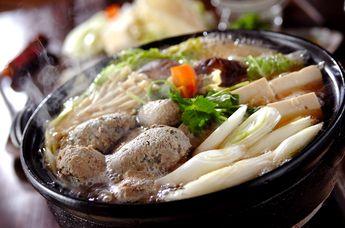 新鮮なイワシをさばいて作る、ひと味違うイワシのつみれ鍋!今回はしょうゆ仕立てですが、みそ味もおすすめ!