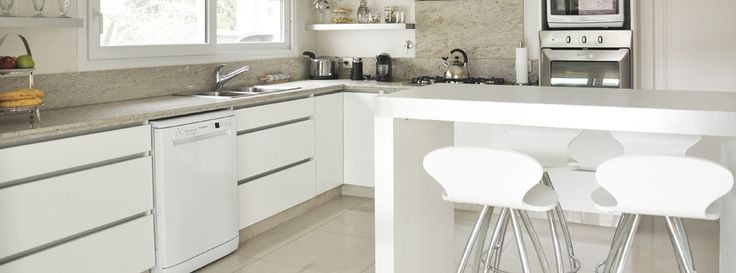 Mueble de cocina en melamina blanca | LESAR AMOBLAMIENTOS | Fábrica, venta y colocación de muebles, amoblamiento de cocinas, vestidores, modulares, muebles a medida, muebles de living, mesas de comedor, muebles para dormitorio