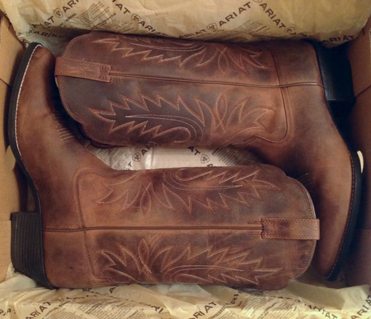 Mmmmm that fresh smell of leather when you open a new pair of Ariats <3 mine are some of the best money I ever spent