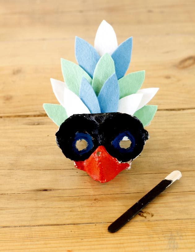 Tinker with children for carnival – 42 fresh DIY ideas to make yourself Projects For Kids, Art Projects, Crafts For Kids, Arts And Crafts, Bird Masks, Egg Carton Crafts, Carnival Masks, Colorful Feathers, First Art