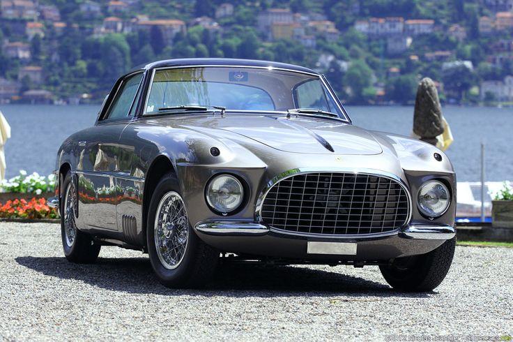 Ce modèle de 250 GT Europa transformé a été commandé par la princesse Liliane de Réthy de Belgique au carrossier Vignale en 1955. Vignale lui confectionna un modèle unique dans le pur style du carrossier avec une carrosserie élégante incluant un pare-brise...