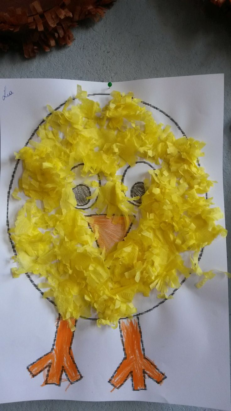 Thema 'Pasen: Kip & ei': Kuiken: Geel crêpepapier scheuren & kleven