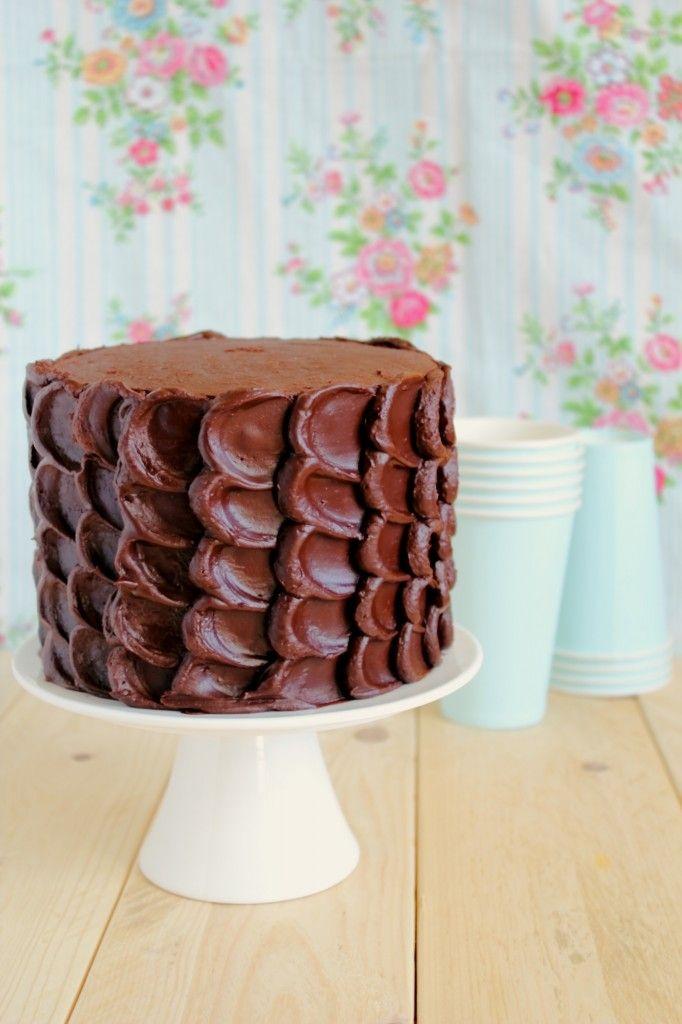 Beautiful Chocolate Cake - scroll down for English