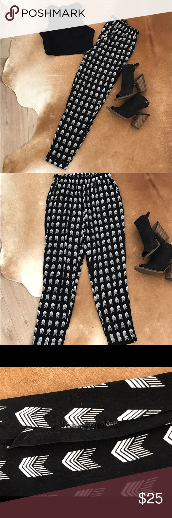 Tribal print pants Bold tribal print pants! Perfect statement piece for your wardrobe. Please note there is a small tear on the seam of the pant. Forever 21 Pants Straight Leg