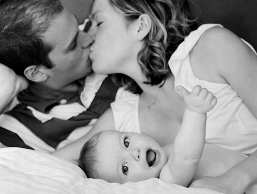 This kiss is baby approved!: Kiss, Families Pictures, Photo Ideas, Baby Approv, Funny Pictures, Funny Friday, Funny Baby Pictures, Baby Faces, Kid
