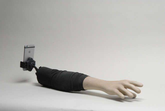 Le bras à Selfie ou le bras petit-ami