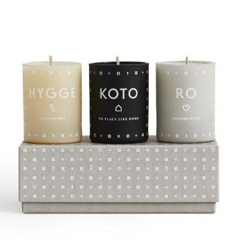 HYGGE, KOTO & RO. A triptych of home fragrances celebrating the Scandinavian priority of creating intimacy, fellowship and cosiness in the smallest everyday moments. Hand-poured into painted glass votives from a blend of perfume and vegetable wax. Each votive is designed to be re-usable for tealights. They are designed in Denmark and assembled in France. Protected by a special gift box.