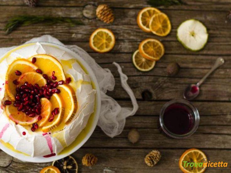 Pavlova con crema pasticcera all'arancia e sciroppo di melograno  #ricette #food #recipes